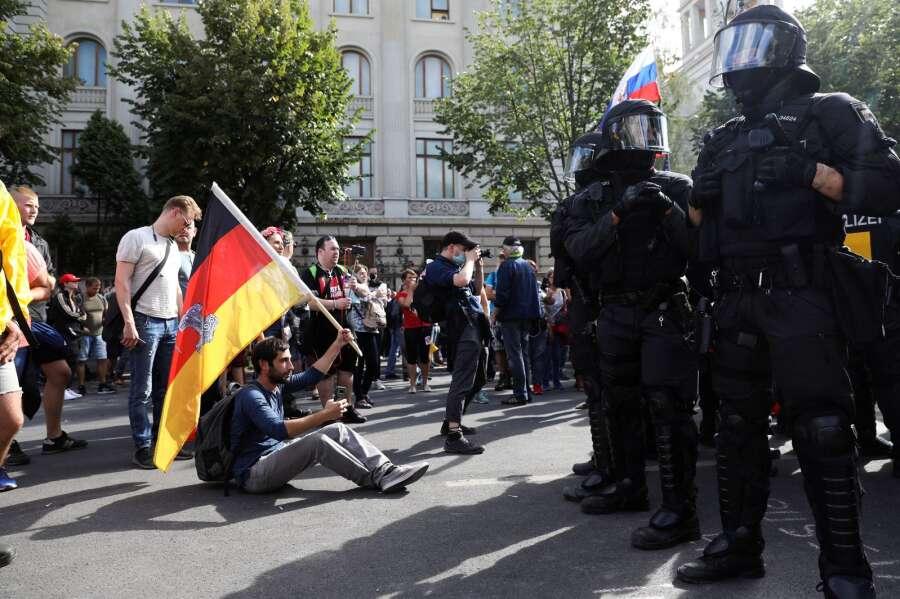 Politiet Oploser Protest Mod Corona Restriktioner I Berlin Ikast Brandenyt