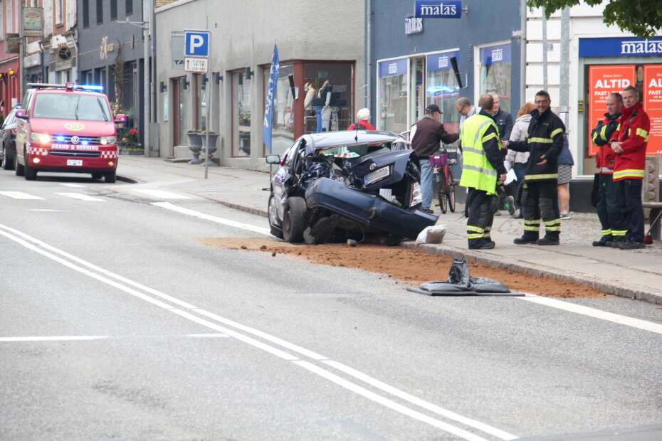 ed5b7f166 Vanvid i Ry: Bilist overhalede kø og blev ramt af tog i ...